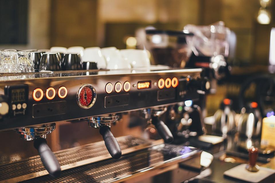 duży ekspres do kawy